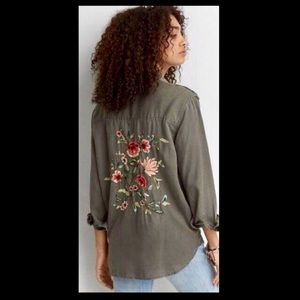 Tops - AE Embroidered Floral Green Utility Shirt Large